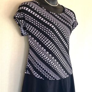 Tops - Black and white patterned dressy top.